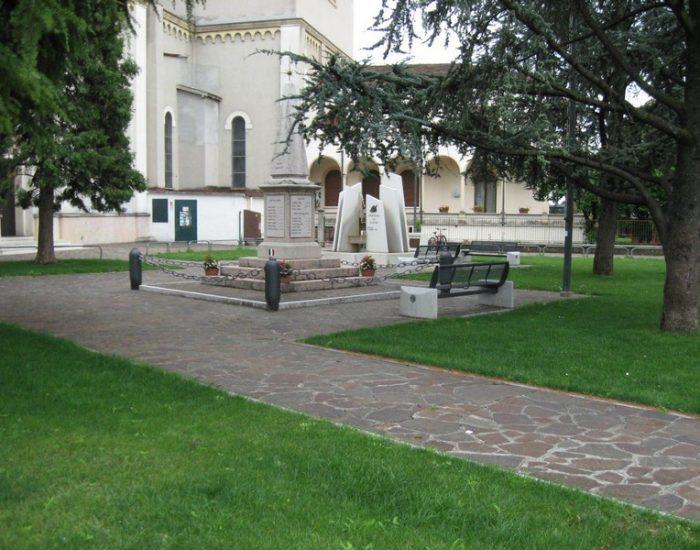 Lugagnano-Piazza-della-Chiesa