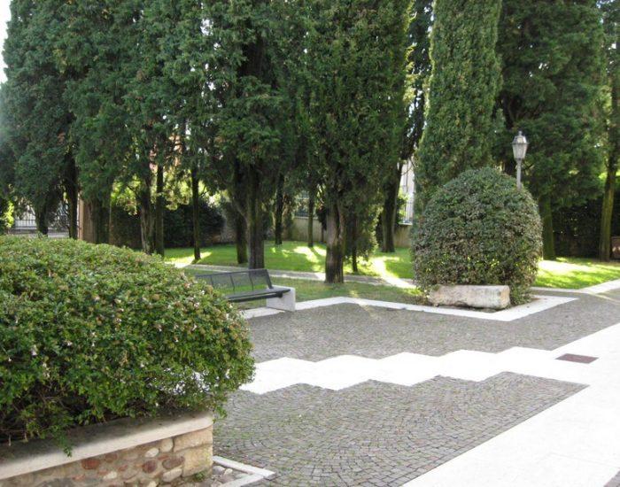 Sommacampagna-Municipio-Giardino-Interno